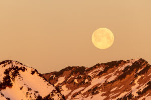 Full moon in the Ester Mountains near the Krottenkopf, photographed from Simetsberg