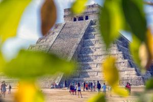 Mayan pyramid of Kukulcan in Chichen-Itza (Chichen Itza), Mexico