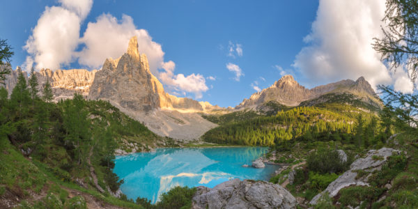 the turquoise water of Sorapiss lake and the mountain Dito di Dio (Finger of God), Dolomites, Cortina d' Ampezzo, Belluno, Veneto, Italy