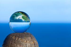 Südafrika, Knysna, The Heads, Das Meer steht Kopf in einer Glaskugel