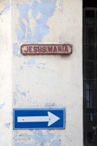 Karibik, Kuba, Cuba, Havanna, La Habana, Straßenschild an alter Hausfassade