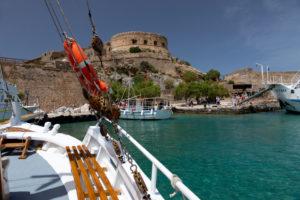 Überfahrt mit Boot von Elounda zur Insel Spinalonga, Kalydon, Griechenland, Insel Kreta