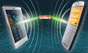 Smartphone, Telefon und Router vor türkisfarbenen Internet-Netzwerk, verbunden mit zwei Audio-Signalen