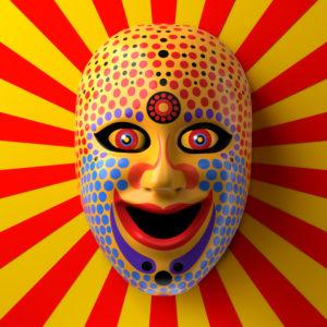 Asiatische Theatermaske mit farbigen Ornamenten und Punkten vor roten und gelbem Strahlen-Hintergrund