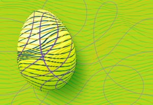 Gelbes Osterei aus farbigen Streifen geformt, vor grünem Hintergrund mit geschwungenen Linien