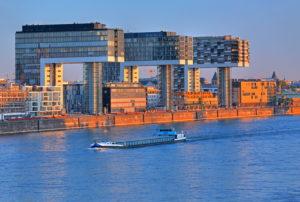 Kranhäuser im Rheinauhafen am Rheinufer, Köln, Nordrhein-Westfalen, Westdeutschland, Deutschland