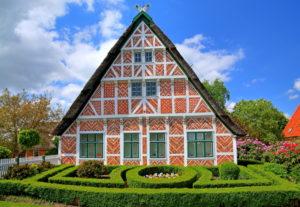 Typischer Obstbauerhof, Steinkirchen, Unterelbe, Altes Land, Niedersachsen, Norddeutschland, Deutschland