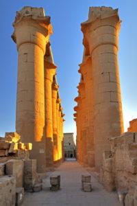 Säulenkolonnade im Luxortempel, Luxor, Oberägypten, Ägypten