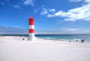 South beach with lighthouse on the Badedüne, Heligoland, Helgoland Bay, German Bay, North Sea island, North Sea, Schleswig-Holstein, Germany