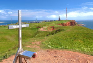 Summit cross on the Pinneberg 61, 3m with view over the Oberland with place lighthouse and transmitting mast, Helgoland, Helgoländer bay, German bay, North Sea island, North Sea, Schleswig-Holstein, Germany