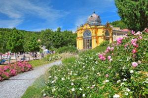 Flower borders in the spa area with colonnade, Marienbad, spa triangle, Bohemia, Czech Republic