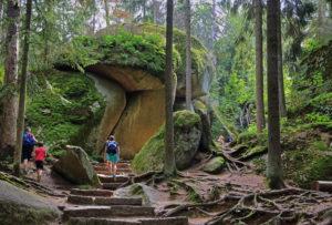 Luisenburg rock labyrinth with hikers, Wunsiedel, Fichtelgebirge, Upper Franconia, Franconia, Bavaria, Germany