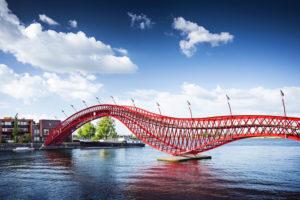 Pythonbrücke in Amsterdam, Niederlande