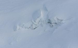 Island aus der Vogelperspektive, unberührter Schnee auf dem Gletscher des Eyjafjallajökull