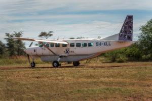 Cessna 208B Grand Caravan auf einem kleinen Flugplatz in der Serengeti, Tansania.