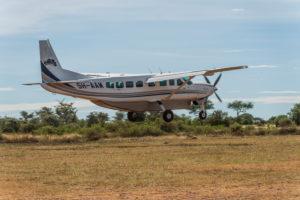 Cessna 208 Caravan Ex bei der Landung in der Serengeti, Tansania.