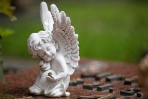 Angel figure, Friedhof Friedenstraße, Wilhelmshaven,