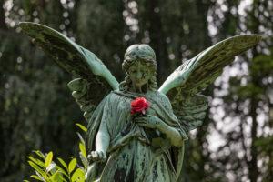 Engelsstatue, Red Rose, Ohlsdorf cemetery, Hamburg,