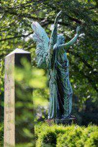 Engelsstatue, back view, Ohlsdorfer Friedhof, Hamburg,