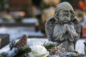 Hoarfrost, angel figure, Friedhof Friedstrasse, Wilhelmshaven,