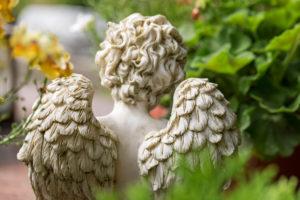 Back view, angel figure, Friedhof Friedstrasse, Wilhelmshaven,