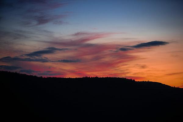 Sonnenuntergang über dem Nordschwarzwald im Sommer.