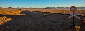 Strasse nach Lüderitz mit stop Schild