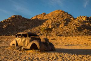 Autowrack im Südwesten Namibias bei Klein Aus