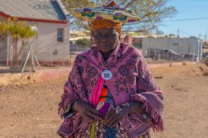 Frau in traditioneller Kleidung der Holländer
