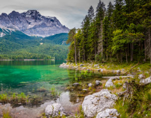 Bay on the north bank of the Eibsee, in the background the Zugspitze,