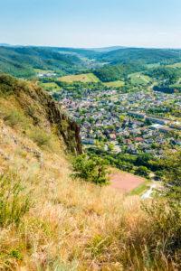 Rotenfels, steilste Erhebung nördlich der Alpen, im Tal Bad Münster am Stein-Ebernburg, Kreis Bad Kreuznach,