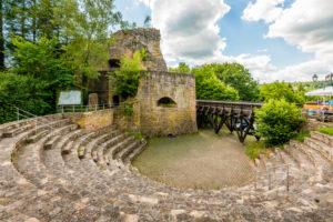 Burg Falkenstein im gleichnamigen Ort in der Pfalz im Donnersberg-Kreis,