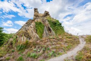 Burgruine Stahlberg bei Bacharach-Steeg, sie wurde als Gegenburg zur Burg Stahleck vom Erzbistum Köln errichtet, eine typische Spornburg mit Halsgraben und Zugbrücke,