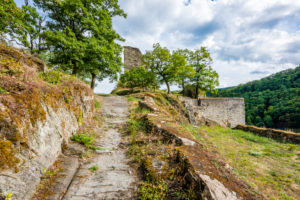 Stahlberg castle ruins near Bacharach-Steeg, it was built as a counter-castle to Stahleck Castle by the Archdiocese of Cologne, a typical spur castle with a neck ditch and drawbridge,