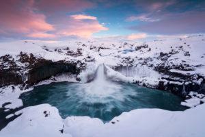 Island, Wasserfall, Wasser, Winter, Schnee, Eis, Licht, Stimmung, Himmel, Wolken, farbig, Aldeyarfoss