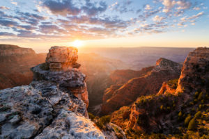 USA, Amerika, Grand Canyon, North Rim, Imperial Point, Licht, Gegenlicht, Sonne, Sonnenaufgang, Stimmung, Aussicht, Felsen, Strahlen, Farben, Landschaft, Panorama