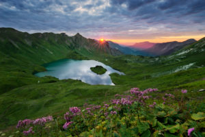 Germany, Bavaria, Schrecksee, lake, Alps, mountains, sun, back light, flowers, meadow, green, lake, 30, seconds, light, water, mood, mystical, magical, view, paradise, panorama,