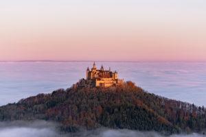 Burg Hohenzollern, Nebel, Sonnenaufgang Bisingen, Baden-Württemberg, Deutschland, Europa