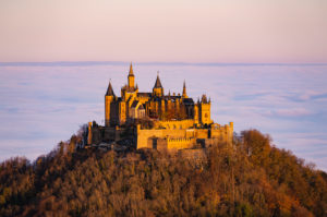 Burg Hohenzollern, Nebel, Sonnenaufgang, Bisingen, Baden-Württemberg, Deutschland, Europa