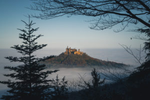 Burg Hohenzollern, Nebel, Bisingen, Baden-Württemberg, Deutschland, Europa