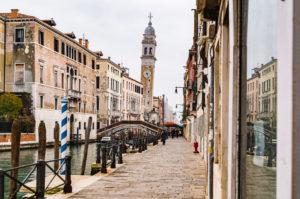 Schiefer Trum von Venedig, San Giorgio dei Greci, historisches Zentrum, Venetien, Italien, Norditalien, Europa
