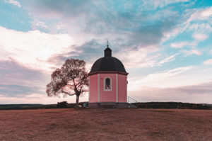 Sonnenuntergang, Alter Berg, Kapelle, Böttingen, Schwäbische Alb, Baden-Württemberg, Deutschland, Europa
