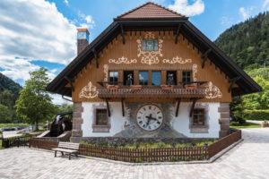 Haus mit Kuckucksuhr, Schwarzwald, Höllental, Ravennaschlucht, Hofgut Sternen, Baden-Württemberg, Deutschland, Europa