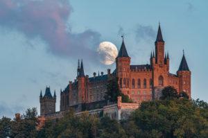 Mond, Mondaufgang, Burg Hohenzollern, Schwäbische Alb, Baden- Württemberg, Deutschland, Europa