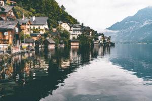 Hallstatt am Hallstätter See, Salzkammergut, Wolken, Nebel, am Morgen, Oberösterreich, Österreich, Europa