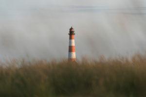 Leuchtturm Westerheversand, Wahrzeichen der Halbinsel, Eiderstedt in Schleswig-Holstein, Nordsee, Deutschland, Europa