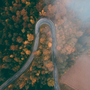 Herbst auf der Schwäbischen Alb, Straße, Kehre, Haarnadelkurve, Luftaufnahme, Baden-Württemberg, Deutschland, Europa