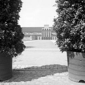 Die Ausstellungshalle im Hindenburgpark in Ludwigshafen, Deutschland 1930er Jahre. Exhibition hall at Hindenburg gardens of Ludwigshafen, Germany 1930s.