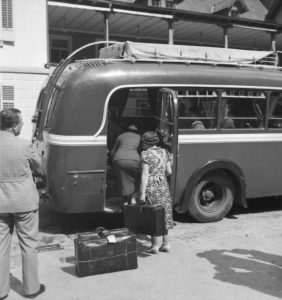 A coach of the Deutsche Reichspost arriving at a hotel, Germany 1930s.
