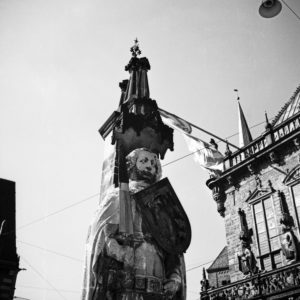 Head part of the statue of knight Roland, in front of Bremen city hall, Germany 1930s.